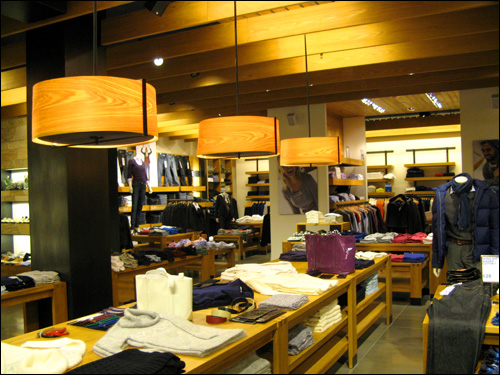 Discovery clothing store website